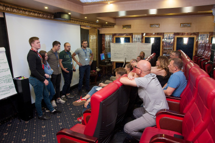 У нас есть свой кинотеатр, где проводят презентации и обучения